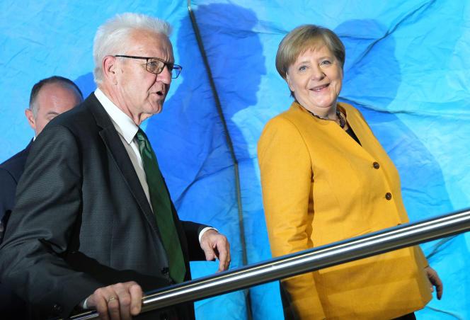 Winfried Kretschmann, ministre-président écologiste duBade-Wurtemberg, en coalition avec les conservateurs, en octobre 2019 près de Heidelberg, avec Angela Merkel.