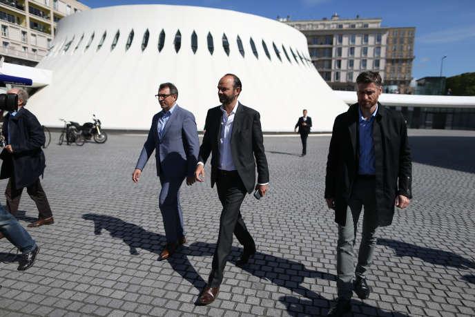Le premier ministre Edouard Philippe, et son successeur à la mairie du Havre, Luc Lemonnier (à gauche), au Havre le 20 mai 2017.