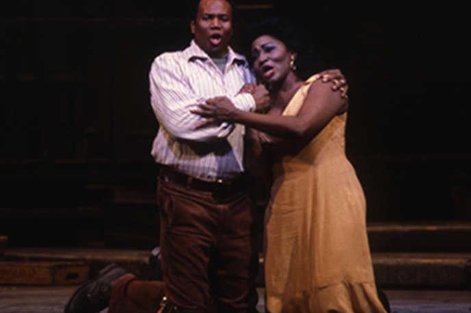Pour la première de«Porgy and Bess»au Met en 1985, les rôles titres sont tenues par Simon Estes et Grace Bumbry.