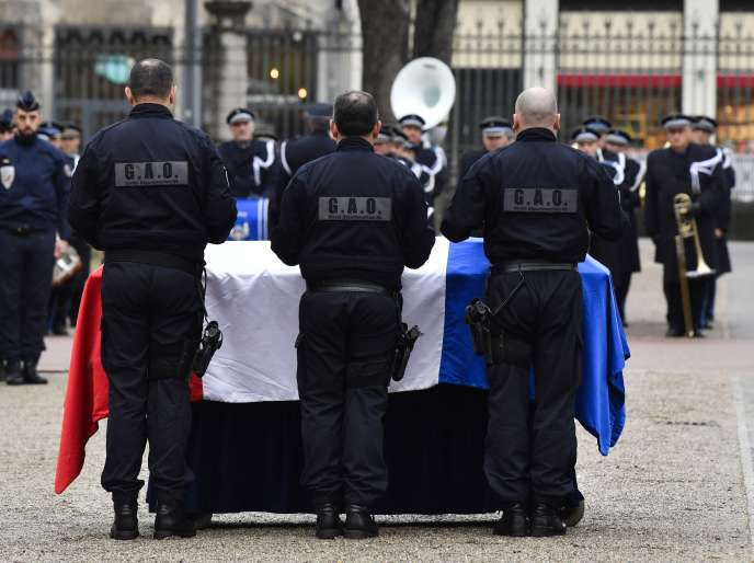 Franck Labois, policier de 45 ans qui était affecté au groupe d'appui opérationnel à la sûreté départementale du Rhône, a succombé 13 janvier à ses blessures.