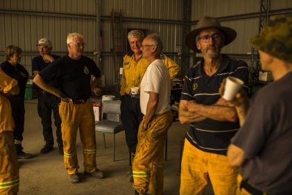 Au local des pompiers, tous volontaires, d'Adaminaby après une journée de haute température et de vent sec.