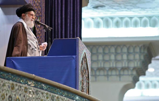 Le guide Ali Khamenei prononce son sermon lors de la prière du vendredi qu'il a choisi de diriger, le 17 janvier, à Téhéran.