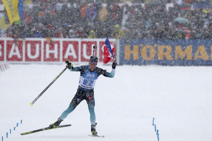 Quentin Fillon Maillet, dernier relayeur d'une équipe de France victorieuse à Ruhpolding, en Allemagne, samedi 18janvier.