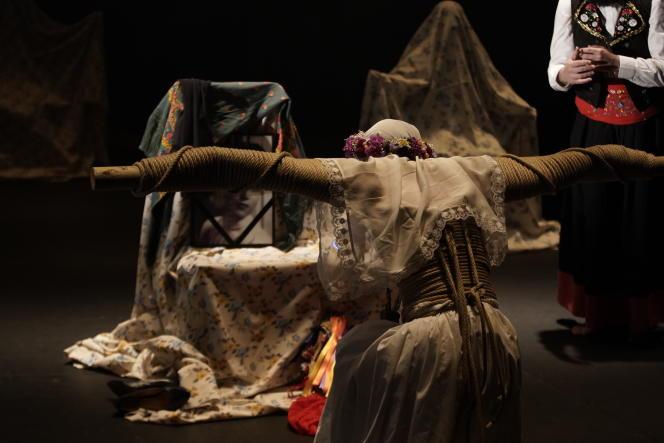 «Una costilla sobre la mesa» («Une côte sur la table»)»: «Madre» et «Padre», d'Angélica Liddell, au Théâtre national de la Colline, à Paris.