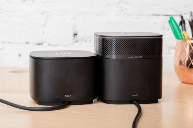 Le dock HP Thunderbolt 120W G2, à gauche, et le Thunderbolt 120W G2 avec Audio. Ils sont identiques, mis à part le module haut-parleur, que vous pouvez également acheter séparément.