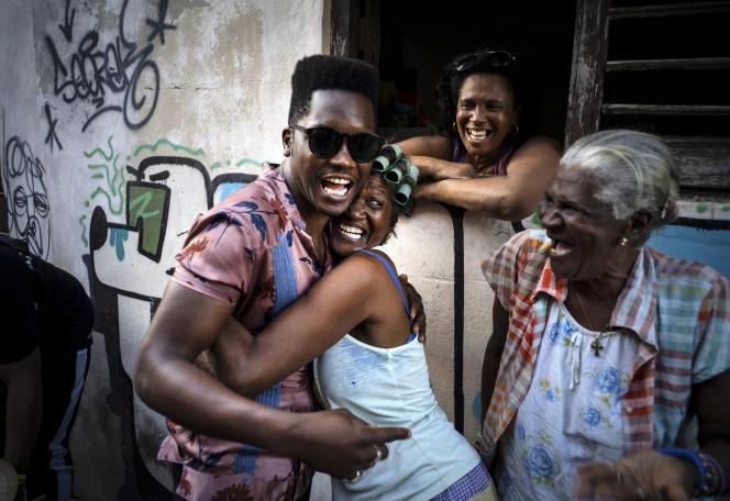 Le chanteur cubain Cimafunk lors de la Second Line qui s'est dérouléedans les rues de La Vieille Havane à l'occasion de la 35è édition du festival Jazz Plaza. Le 15 janvier 2020. La Havane, Cuba.