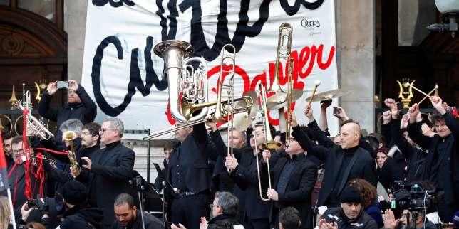 En grève, l'Opéra de Paris organise un concert sur son parvis
