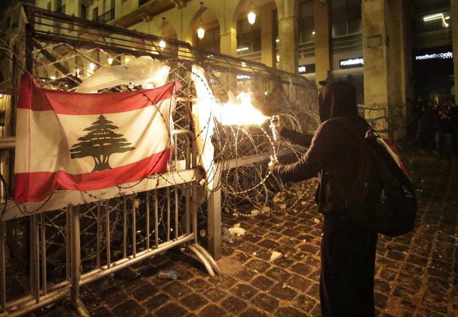 En marge de la manifestation à Beyrouth, dimanche 19 janvier.