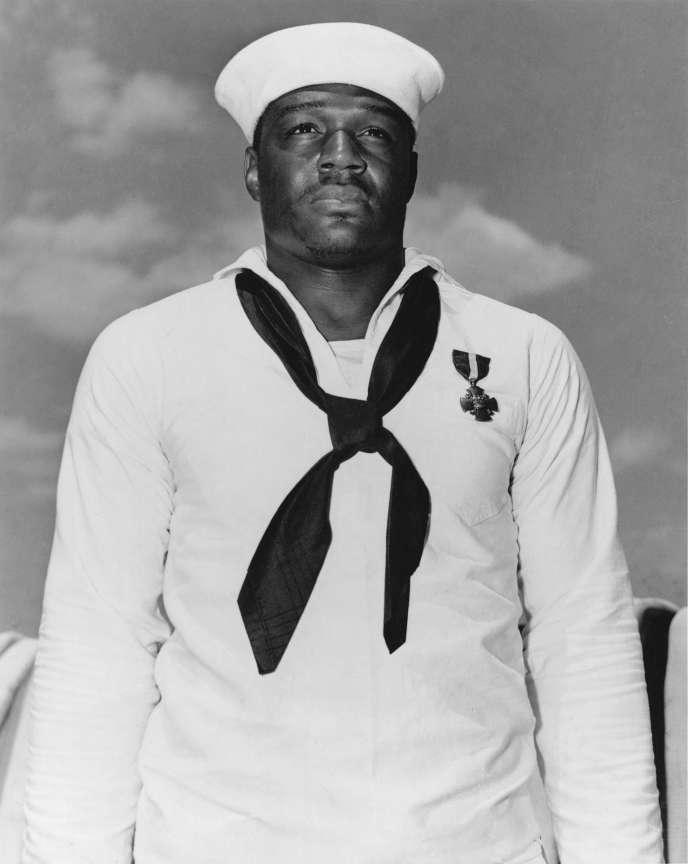 Le troisième classe Doris Miller, héros de Pearl Harbour, en mai 1942.