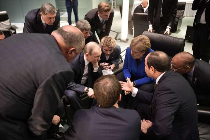 Vladimir Poutine et Angela Merkel lors d'un sommet pour la paix en Libye, à Berlin, dimanche 19 janvier.