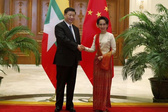 Le président chinois Xi Jinping et la chef du gouvernement Aung San Suu Kyi Myanmar à Naypyitaw (Birmanie), le 18 janvier 2020.