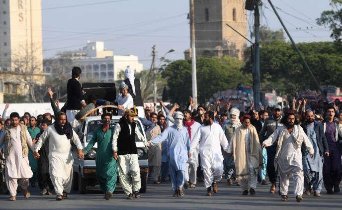 Manifestation de membres du Mouvement de protection des Pachtouns après l'arrestation d'un de leurs membres, le 23 janvier 2019, à Karachi.