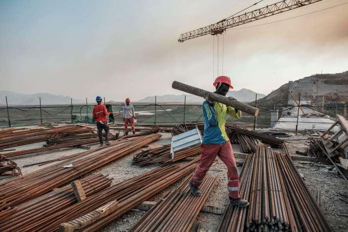 En Ethiopie, la mise en eau du méga-barrage de la Renaissance est prévue cette année. Ici, sur le chantier, le 26 décembre 2019.