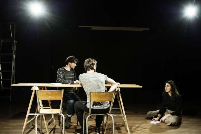 Des élèves du master de production théatrale, proposé en apprentissage, pendant une répétition dans une salle de l'université Sorbonne-Nouvelle (Paris-III).