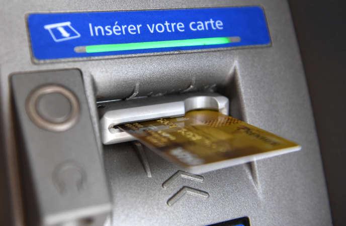Selon les auteurs de l'étude, un client en difficulté sur cinq se voit prélever chaque année plus de 500euros de frais pour incidents de paiements.