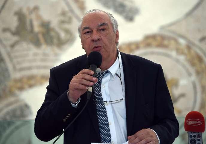Didier Decoin annonce les finalistes du prix Goncourt, le 27 octobre 2015, au musée Bardo à Tunis (Tunisie).