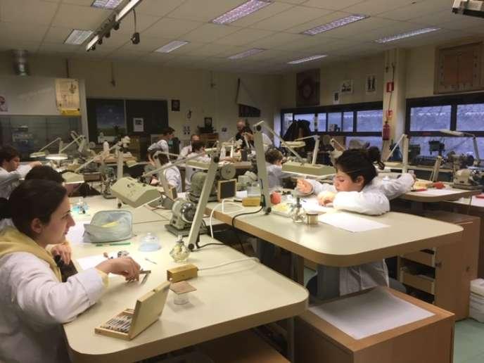 A Paris, le lycée Diderot propose un DNMADE (bac+3) en horlogerie et fabrication de bijoux