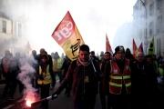 Manifestation contre la réforme des retraites, à Versailles, le 20 janvier, où Emmanuel Macron recevait par ailleurs de grands patrons.