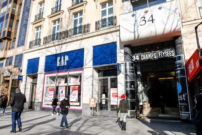 Le magasin Gap de l'avenue des Champs-Elysées, à Paris, mardi 21 janvier.
