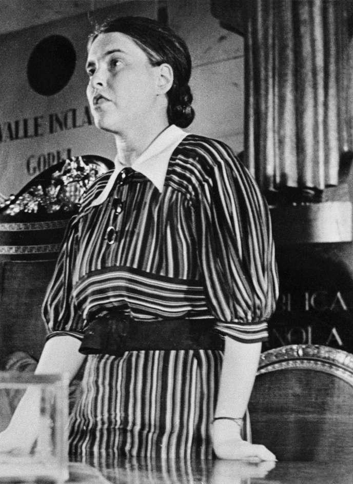 L'écrivaine allemande Anna Seghers au deuxième Congrès international des écrivains antifascistes, à Valence, en Espagne, en juillet 1937.
