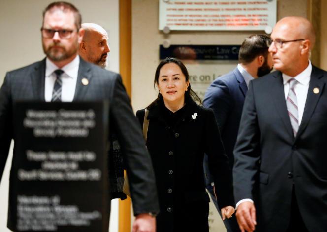 Meng Wanzhou, directrice financière de Huawei, quitte le tribunal de Vancouver en vue de sa possible extradition vers les Etats-Unis, lundi 20 janvier.