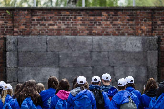 Lors d'une visite à Auschwitz (Pologne), en mai 2016.