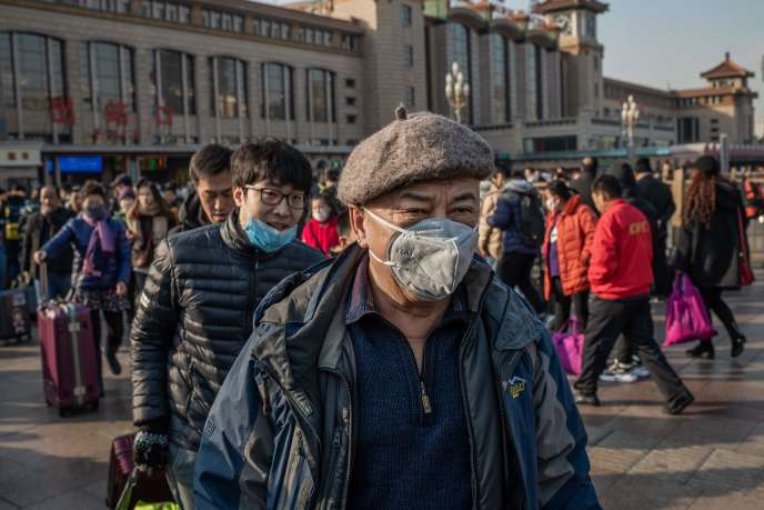Des personnes portant des masques de protection à la gare de Pékin, le 21 janvier 2020.