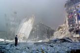 Scène de désolation après l'attaque sur le World Trade Center de New York, le 11 septembre 2001.