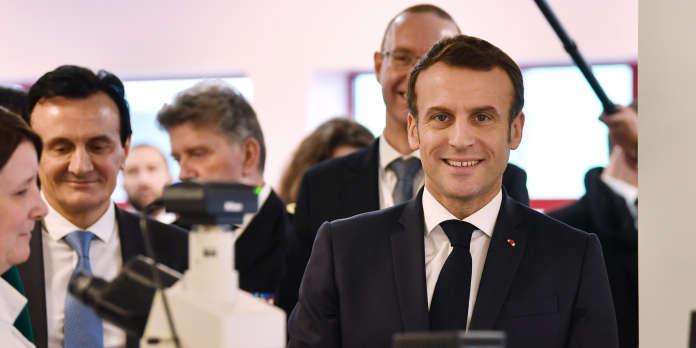 Emmanuel Macron promet une baisse « significative » des impôts de production