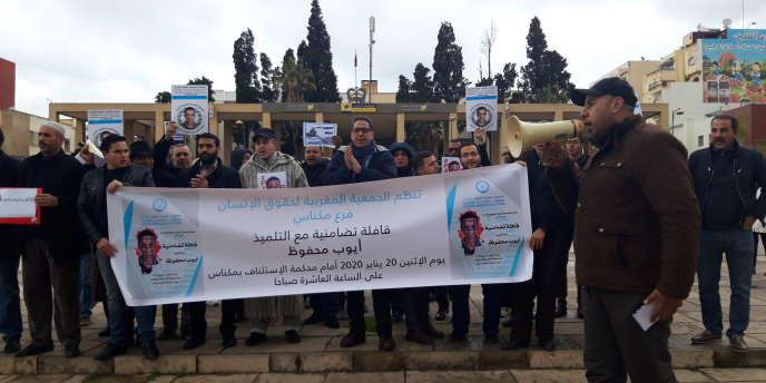 Devant la cour d'appel de Meknès, le 20 janvier 2020, le comité de défense du jeune Ayoub Mahfoud,lycéen jugé pour un post Facebook.