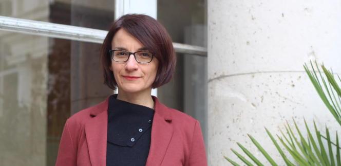 Portrait de Fabienne Aguado devant l'entrée de la Casa de Velazquez, à Madrid, le 21 janvier.