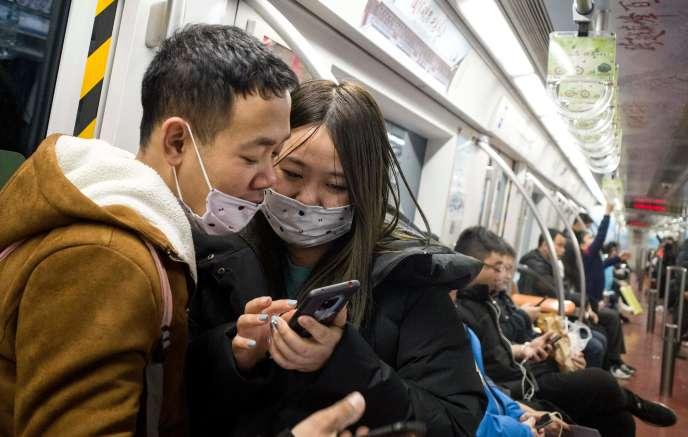 Des passagers du métro de Pékin le 21 janvier.