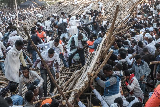 Après l'effondrement d'une tribune en bois, à Gondar, lors de la fête orthodoxe de Timkat, qui a tué au moins dix personnes le 20 janvier 2020.