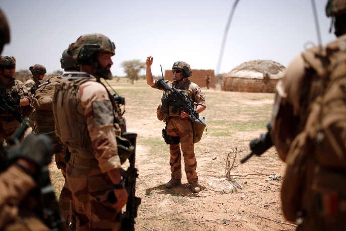 Une patrouille de la force « Barkhane» à Ndaki, dans le Gourma malien, en juillet 2019.