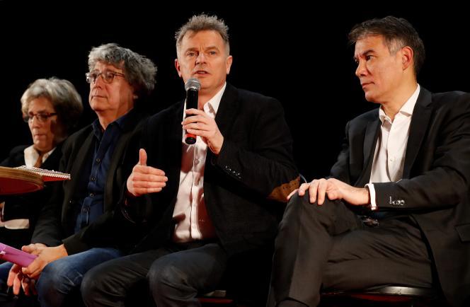 Fabien Roussel (au centre) lors d'un rassemblement des dirigeants de la gauche à Saint-Denis (Seine-Saint-Denis), le 11 décembre. A gauche,Eric Coquerel, et à droite, Olivier Faure.