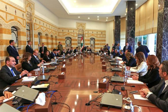 Le président libanais Michel Aoun (au centre) pour le premier conseil des ministres du gouvernement dirigé par Hassan Diab, le 22 janvier 2020.