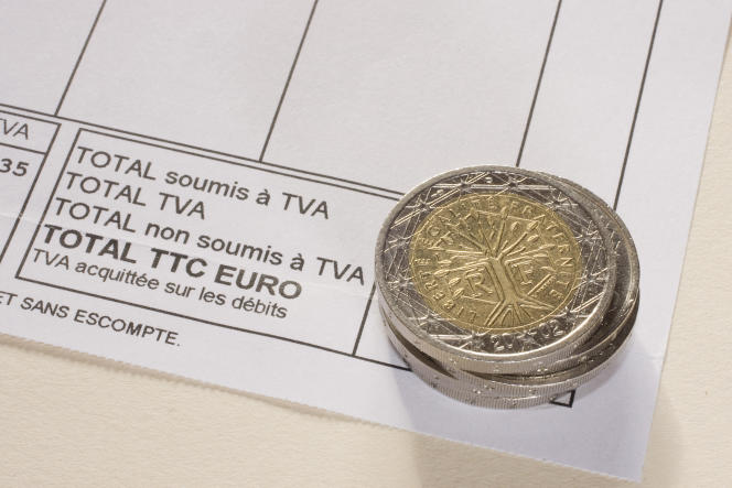 « La loi est promulguée par le président de la République, René Coty, le 10 avril 1954. La TVA est née. »