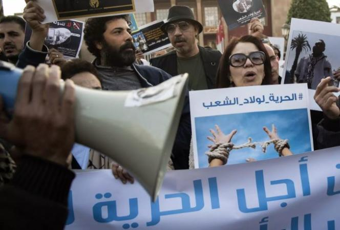 Des manifestants dénoncent une « campagne de répression » des autorités sur les réseaux sociaux, à Rabat, le 9 janvier 2020.