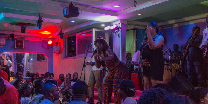 Au Cameroun, les chanteuses de bikutsi célèbrent la sexualité féminine