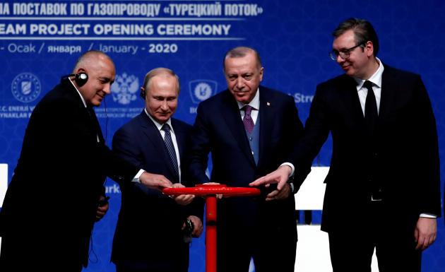 Le président turc, Recep Tayyip Erdogan, le chef d'Etat russe,Vladimir Poutine (au centre), ainsi que le Premier ministre bulgare et le président serbe, ont participé à la cérémonie de lancement du gazoduc TurkStream, le 8 janvier dernier.