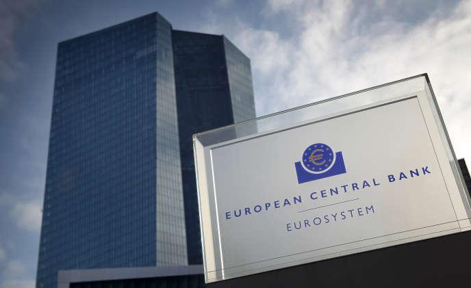«Pour la France, 45 milliards ne suffiront pas à arrêter l'effondrement, pas plus que, pour la zone euro, les 870 milliards de rachats promis au total par la BCE»(Siège de la Banque centrale européenne, à Francfort, en Allemagne).