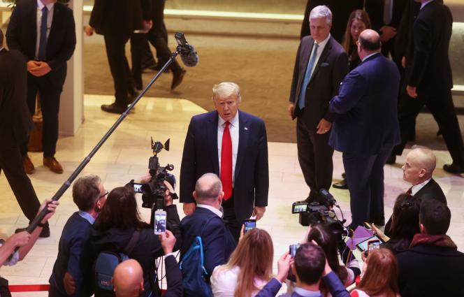 Le président américain, Donald Trump, parle à la presse au 50e Forum économique mondial, à Davos (Suisse), le 22 janvier.