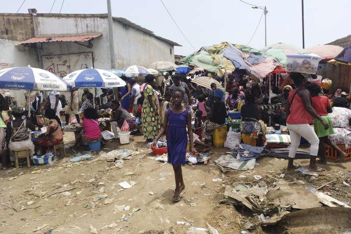 Au marché de Bucaros, à Cabinda, en 2019.