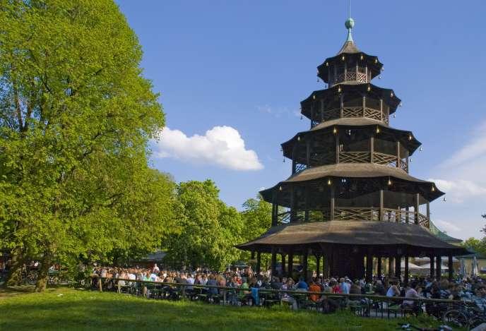 Ngôi chùa Trung Quốc trong công viên Englischer Garten ở Munich.