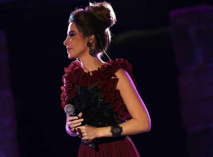 Nancy Ajram chante lors du festival de Carthage à Tunis, en août 2017.