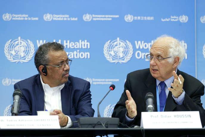 Le directeur de l'OMS Tedros Adhanom Ghebreyesus (à gauche) et le président français du comité d'experts Didier Houssin.