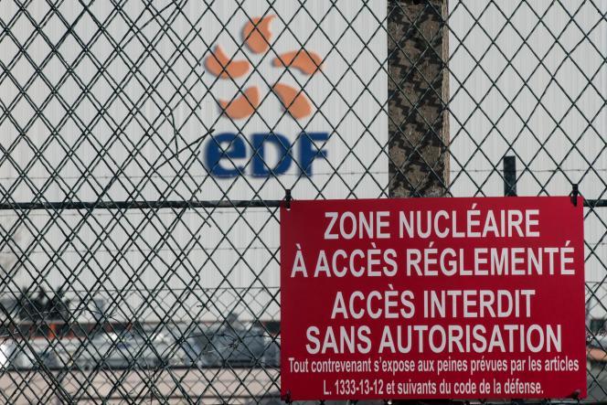 Devant l'entrée de la centrale nucléaire de Fessenheim (Haut-Rhin), en décembre 2019.