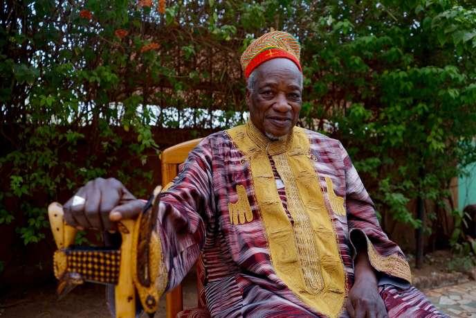 Titinga Frédéric Pacéré devant sa maison de Ouagadougou, le 21 janvier 2020.