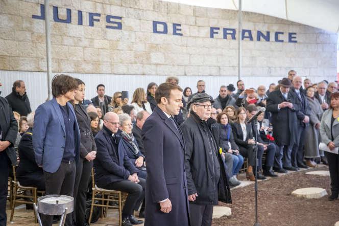 Emmanuel Macron et Serge Klarsfeld au Mémorial de la Déportation des Juifs de France à Roglit, Israël, le 23 janvier.