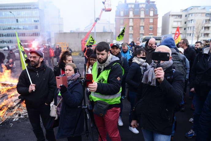 Assemblée générale contre la réforme des retraites, à la gare de Lyon, à Paris, vendredi 24 janvier.